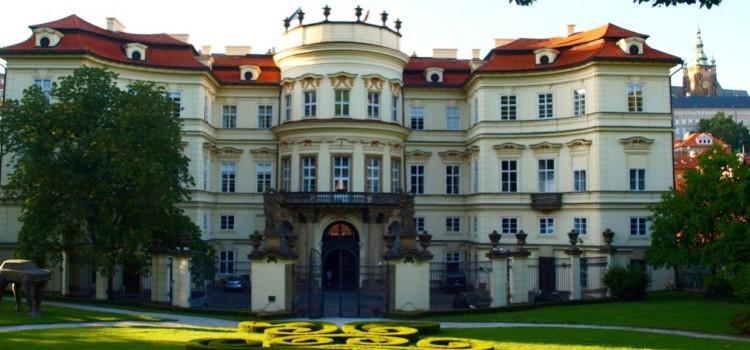 Германии не удалось купить историческое здание своего посольства в Праге
