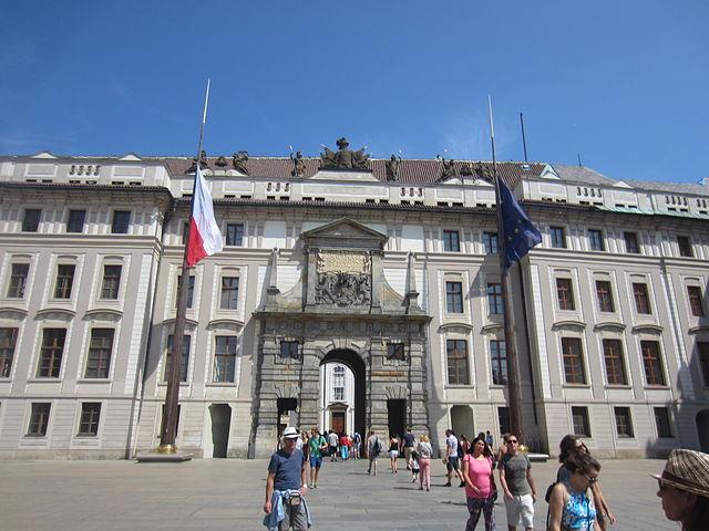 640px-New_Royal_Palace_(Prague_Castle)[1]