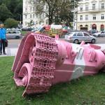 розовый танк Давида Черны