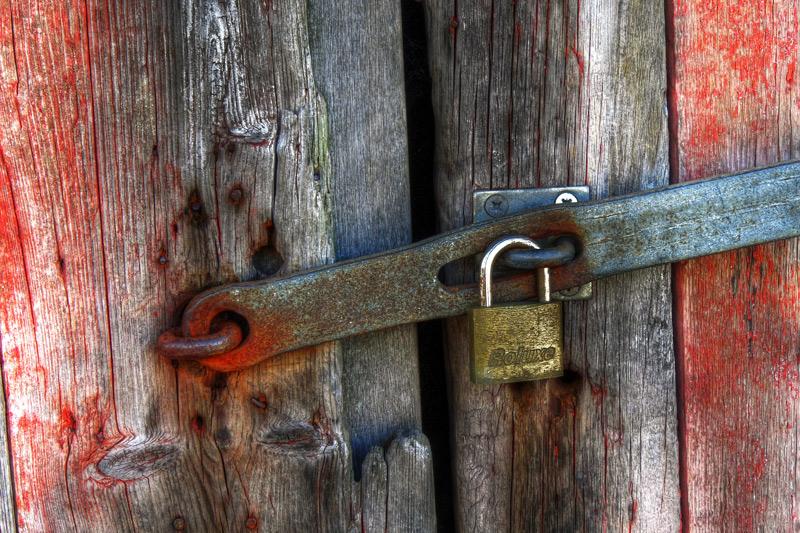 141889d1252951503-padlock-old-barn-lock_0197_5_6_web[1]