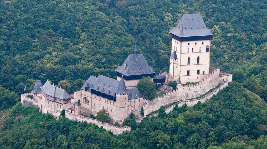 Карлштейн - готический замок Чехии