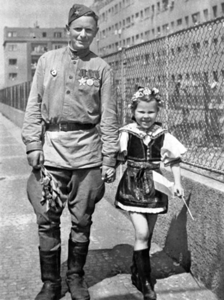 1945-vojak-dite